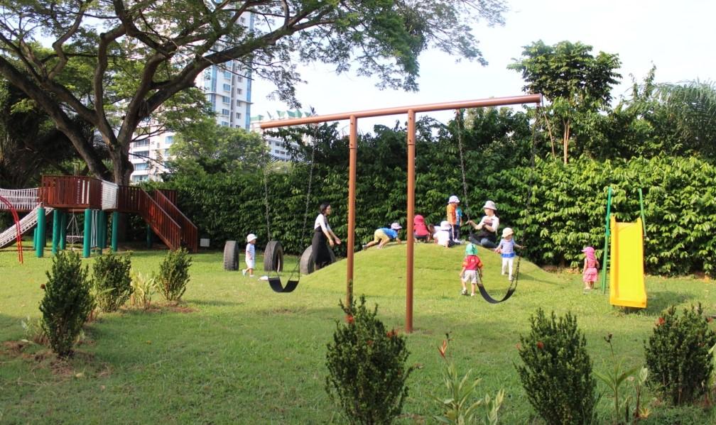 717 mountbatten road EH playground1