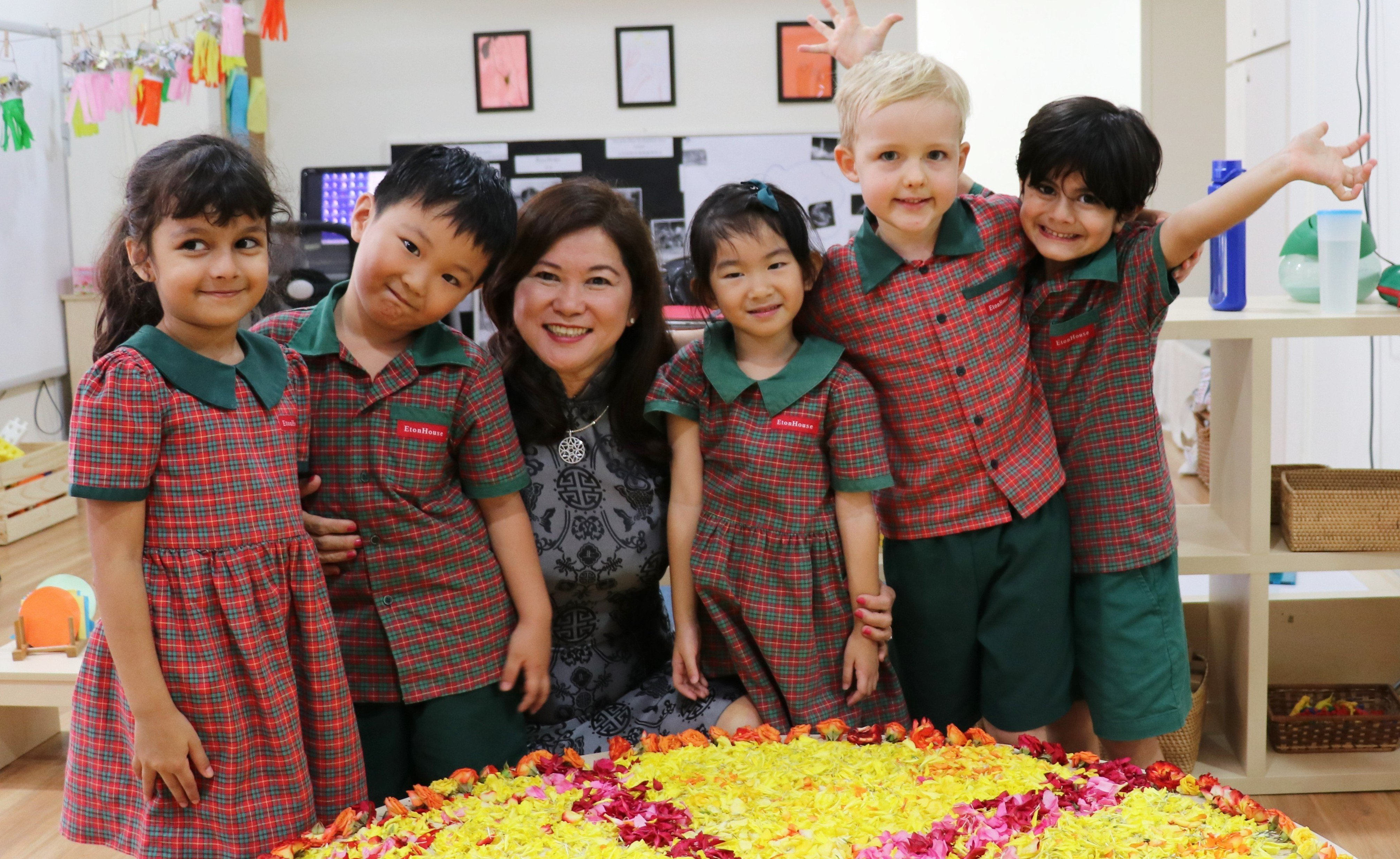 Mrs Ng-2016-Thomson-with children1